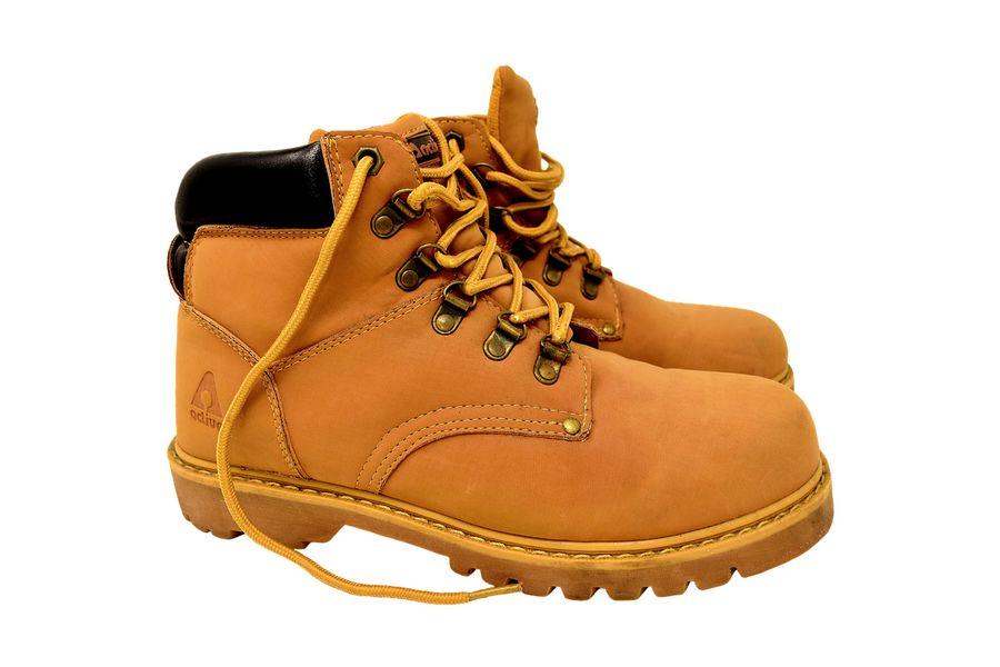 Ukradl pánskou obuv  055cd0198d
